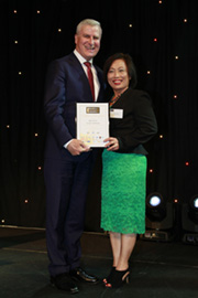 Hon Michael McCormack MP & Kim Trang - Photo No: 0307c